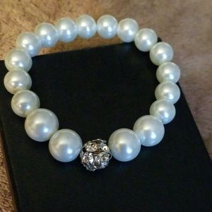 Jewelry - Pearl expandable woman braclet.